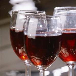 Mettre de l'eau dans son vin.